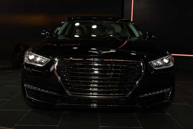 2017 Genesis G90: Detroit Auto Show featured image large thumb2