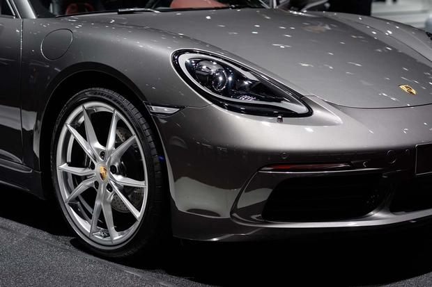 2017 Porsche 718 Boxster, 718 Cayman and 2017 Porsche 911 R: Geneva Auto Show featured image large thumb2