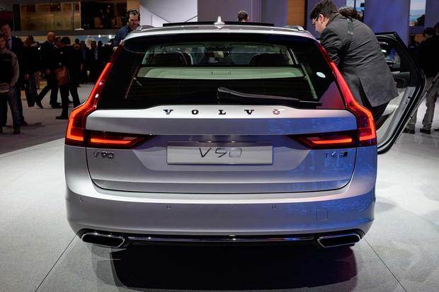 2017 Volvo V90: Geneva Auto Show featured image large thumb2