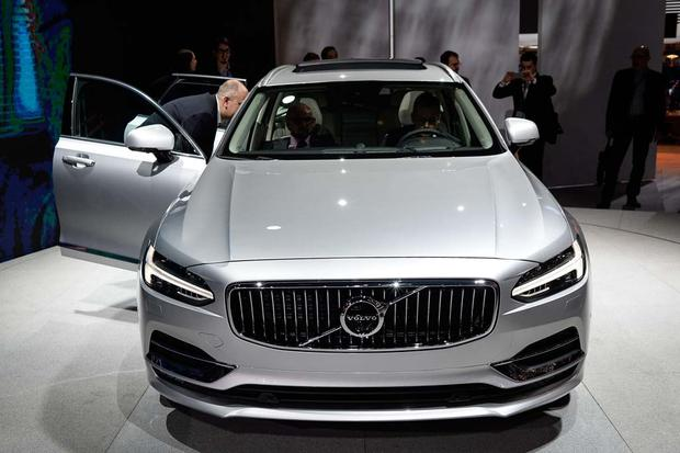 2017 Volvo V90: Geneva Auto Show featured image large thumb1