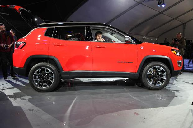 2017 Jeep Compass and 2017 Jeep Renegade: LA Auto Show featured image large thumb5