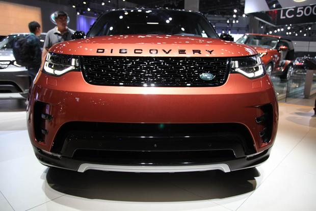 2017 Land Rover Discovery: LA Auto Show featured image large thumb1