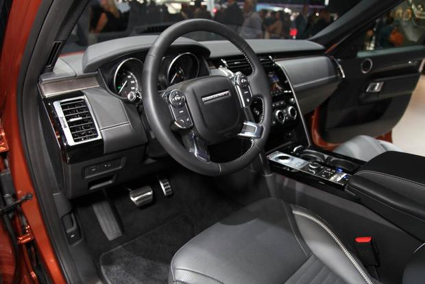 2017 Land Rover Discovery: LA Auto Show featured image large thumb10