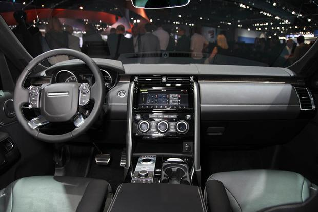 2017 Land Rover Discovery: LA Auto Show featured image large thumb11