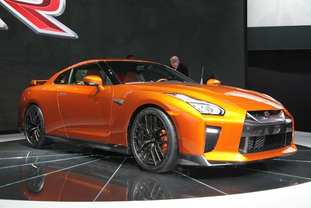 2017 Nissan GT-R: New York Auto Show featured image large thumb0