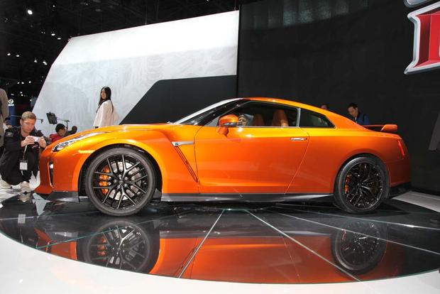 2017 Nissan GT-R: New York Auto Show featured image large thumb3