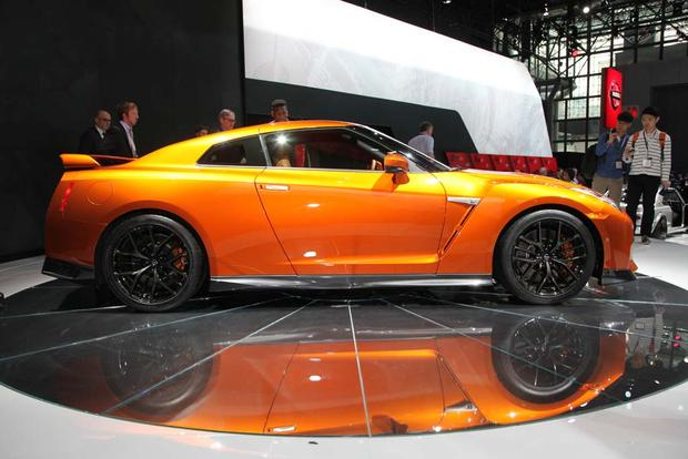 2017 Nissan GT-R: New York Auto Show featured image large thumb9
