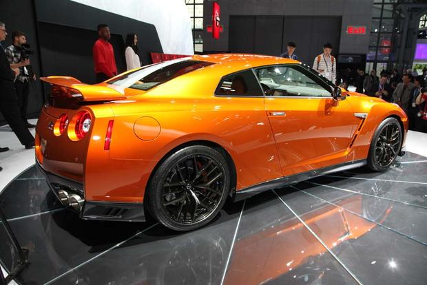 2017 Nissan GT-R: New York Auto Show featured image large thumb8