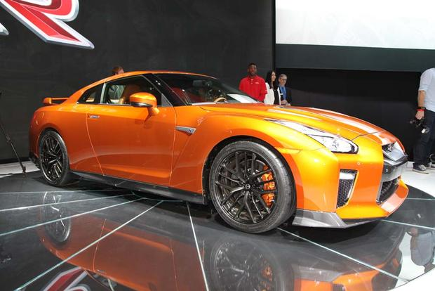 2017 Nissan GT-R: New York Auto Show featured image large thumb10