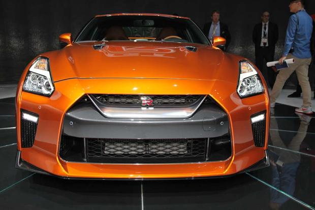 2017 Nissan GT-R: New York Auto Show featured image large thumb11