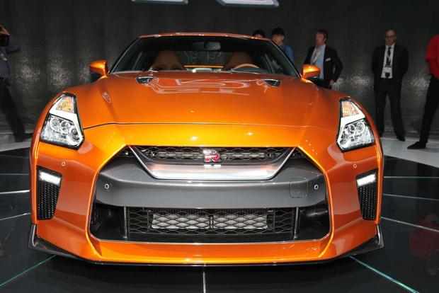 2017 Nissan GT-R: New York Auto Show featured image large thumb12