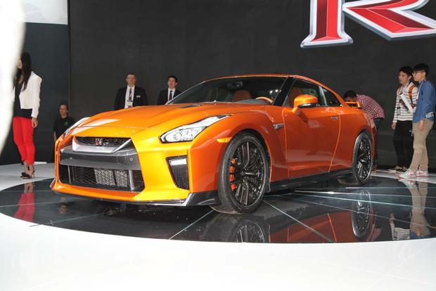 2017 Nissan GT-R: New York Auto Show featured image large thumb14