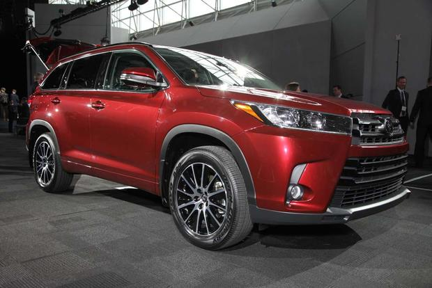 2017 Toyota Highlander: New York Auto Show featured image large thumb0