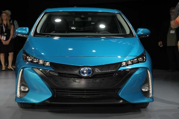 2017 Toyota Prius Plug-In Hybrid: New York Auto Show featured image large thumb2
