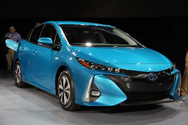 2017 Toyota Prius Plug-In Hybrid: New York Auto Show