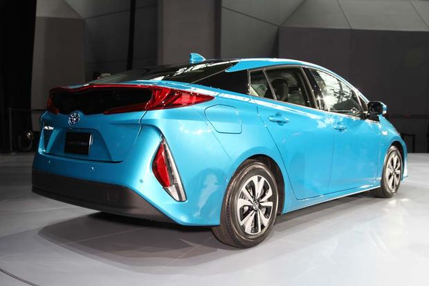 2017 Toyota Prius Plug In Hybrid New York Auto Show Featured Image Large Thumb2