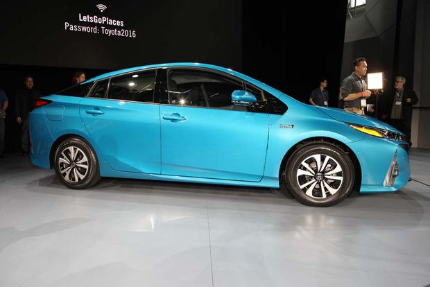 2017 Toyota Prius Plug-In Hybrid: New York Auto Show featured image large thumb3