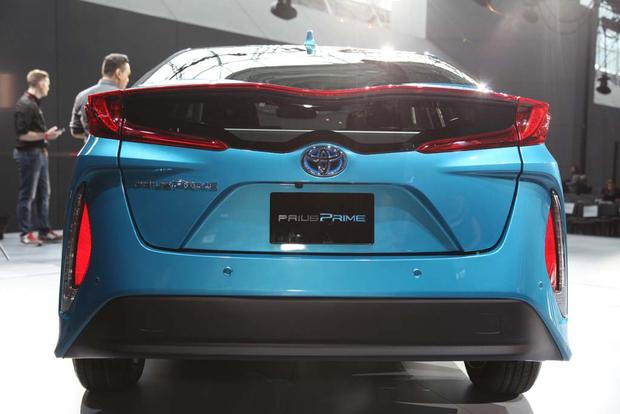2017 Toyota Prius Plug-In Hybrid: New York Auto Show featured image large thumb4