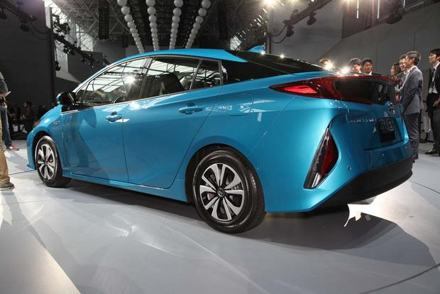 2017 Toyota Prius Plug-In Hybrid: New York Auto Show featured image large thumb6