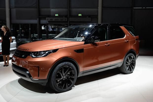 land rover discovery paris auto show video autotrader. Black Bedroom Furniture Sets. Home Design Ideas