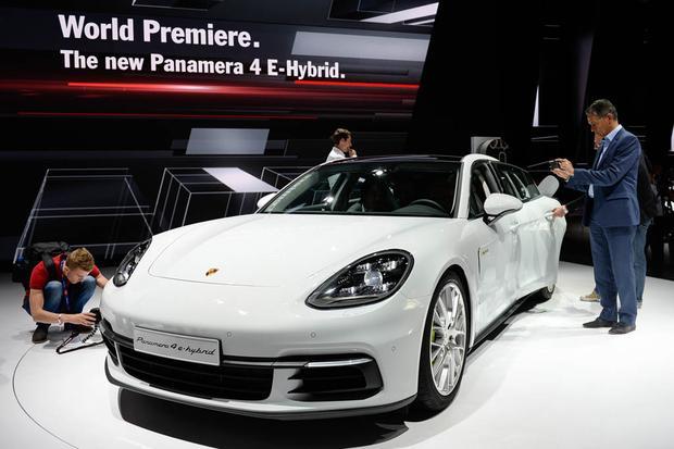 2018 Porsche Panamera 4 E-Hybrid: Paris Auto Show