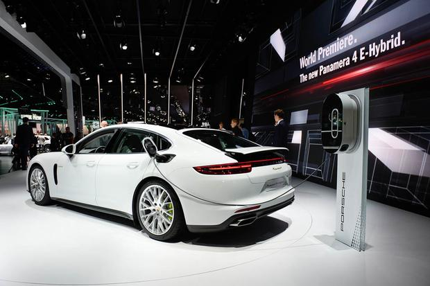 2018 porsche panamera 4 e hybrid paris auto show autotrader. Black Bedroom Furniture Sets. Home Design Ideas
