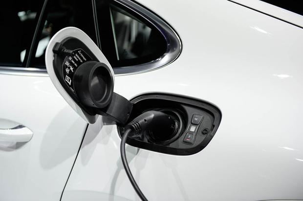 2018 porsche electric car. unique 2018 2018 porsche panamera 4 ehybrid paris auto show featured image large  thumb5 in porsche electric car i