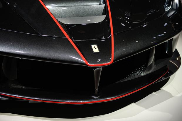 LaFerrari Aperta: Paris Auto Show featured image large thumb1