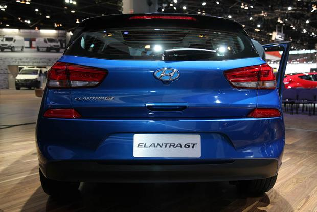 2018 Hyundai Elantra GT: Chicago Auto Show featured image large thumb2