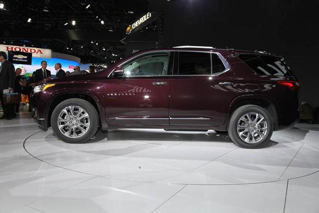2018 Chevrolet Traverse: Detroit Auto Show featured image large thumb3