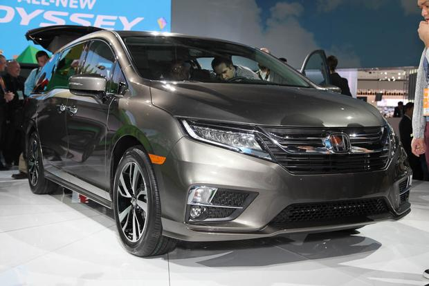 2018 Honda Odyssey: Detroit Auto Show featured image large thumb0