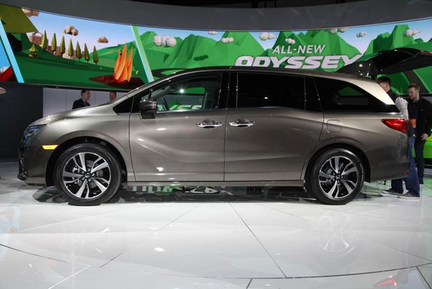 2018 Honda Odyssey: Detroit Auto Show featured image large thumb2