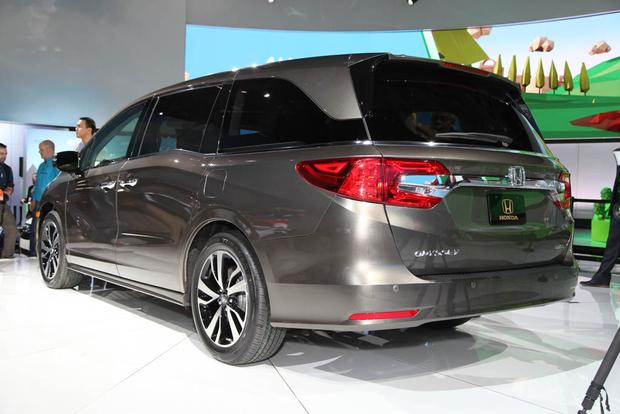 2018 Honda Odyssey: Detroit Auto Show featured image large thumb3
