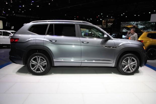 2018 volkswagen tiguan black. unique black 2018 volkswagen tiguan detroit auto show featured image large thumb11 intended volkswagen tiguan black