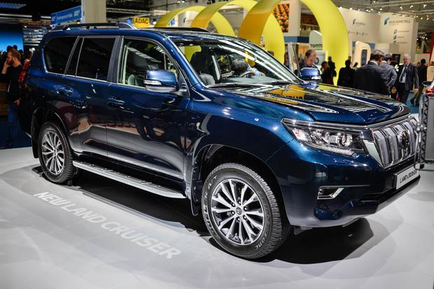 The Facelifted Toyota Land Cruiser Previews the Next-Generation Lexus GX featured image large thumb0