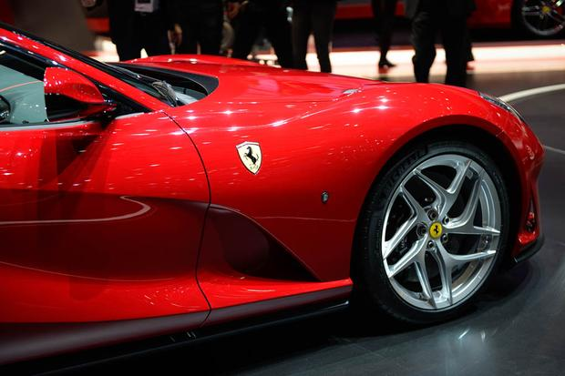 Ferrari 812 Superfast: Geneva Auto Show featured image large thumb4