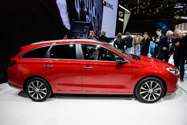 Hyundai i30 Tourer: Geneva Auto Show featured image large thumb2