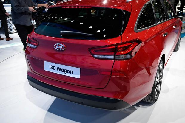 Hyundai i30 Tourer: Geneva Auto Show featured image large thumb4