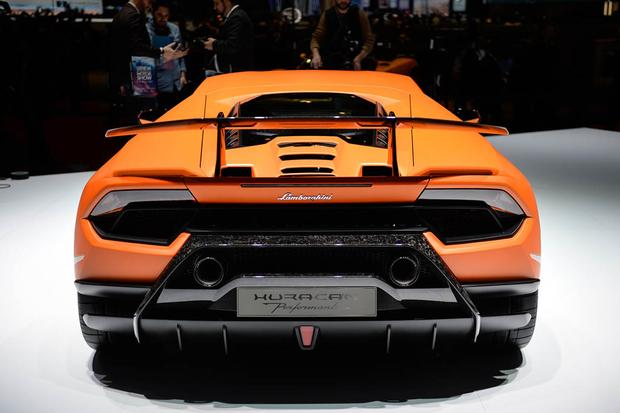 Lamborghini Huracan Performante: Geneva Auto Show featured image large thumb4