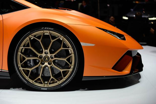 Lamborghini Huracan Performante: Geneva Auto Show featured image large thumb5