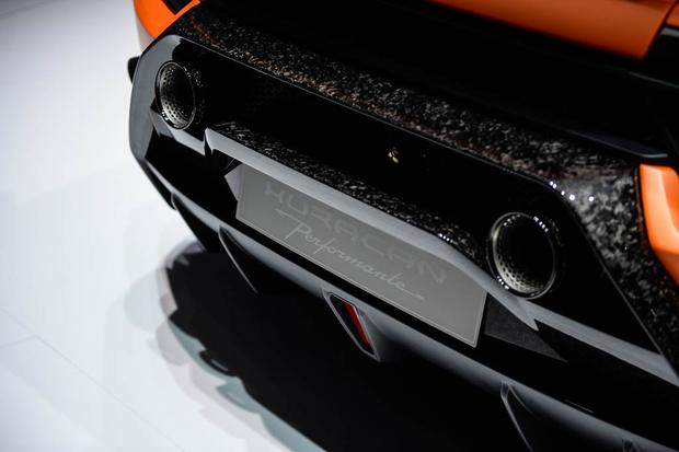 Lamborghini Huracan Performante: Geneva Auto Show featured image large thumb6