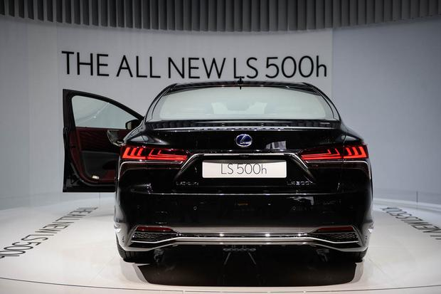 2018 Lexus Ls 500h Geneva Auto Show Featured Image Large Thumb3