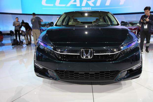 Honda Clarity: New York Auto Show featured image large thumb0