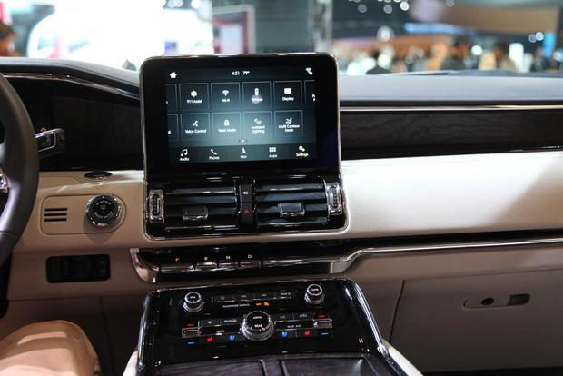 2018 Lincoln Navigator: New York Auto Show featured image large thumb3