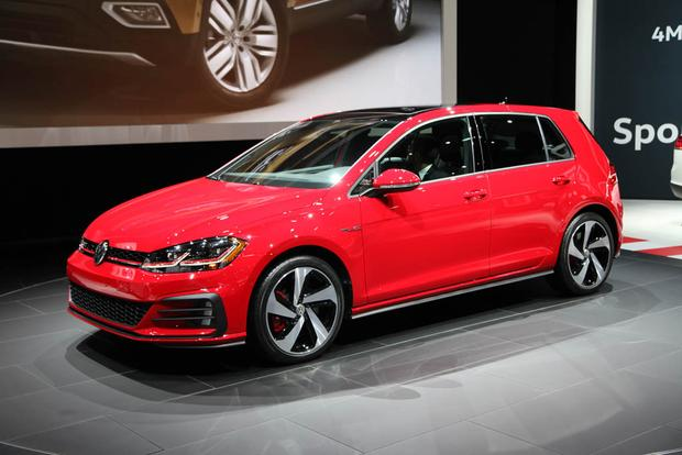 2018 Volkswagen Golf: New York Auto Show featured image large thumb0