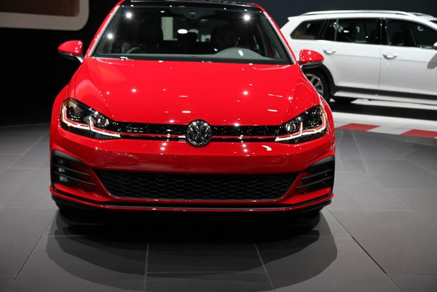 2018 Volkswagen Golf: New York Auto Show featured image large thumb1