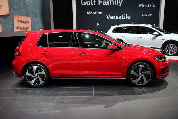 2018 Volkswagen Golf: New York Auto Show featured image large thumb2