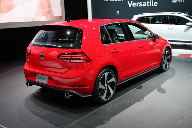 2018 Volkswagen Golf: New York Auto Show featured image large thumb3