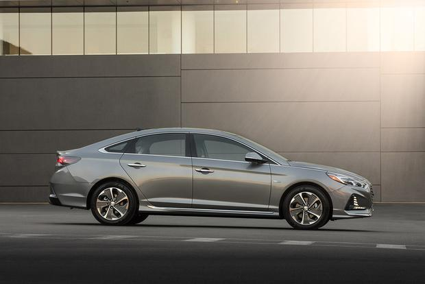 2019 Hyundai Sonata Hybrid and Plug-In Hybrid: Chicago Auto Show featured image large thumb2