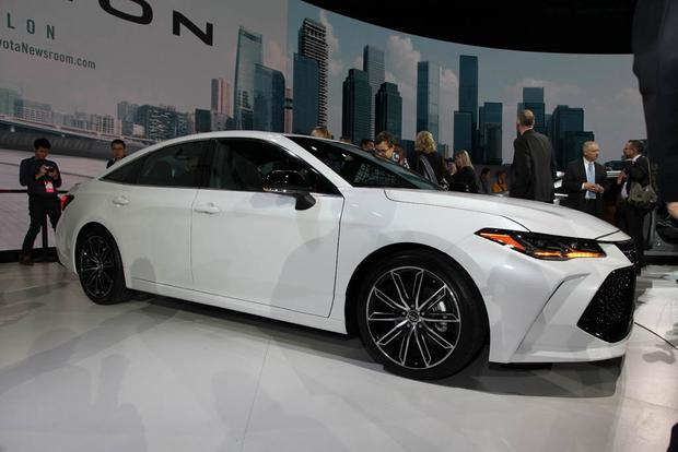 2019 Toyota Avalon: Detroit Auto Show featured image large thumb2